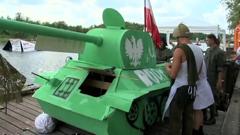 Augustów.  XIX Mistrzostwa Polski w Pływaniu na Byle Czym (wideo)