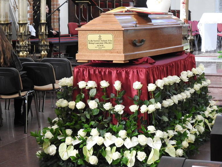 Pogrzeb śp. bp Stanisława Stefanka w łomżyńskiej Katedrze (zdjęcia)