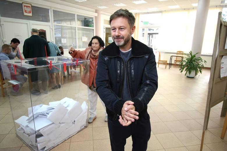 W Obwodowej Komisji Wyborczej numer 15 mieszczącej się w Zespole Szkół Przemysłu Spożywczego w Kielcach swój głos oddał piosenkarz, Andrzej Piaseczny.