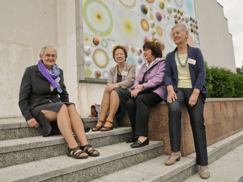 - Spotykamy się regularnie - mówią absolwentki fizyki z 1966 r. (od lewej) Halina Sztejerowska, Ewa Drygalska, Irena Wasążnik i Maria Remisiewicz