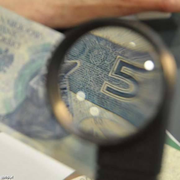 Oszustowi udało się wyłudzić m.in. kredyt z banku