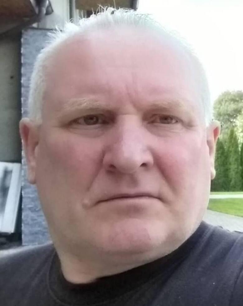 Policjanci kolejną dobę szukają Jacka Jaworka. Mężczyzna podejrzany jest o zabójstwo trzech osób swojej rodziny.Zobacz kolejne zdjęcia. Przesuwaj zdjęcia