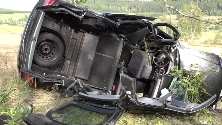 Pijana 24-latka straciła panowanie nad audi i uderzyła w drzewo [FILM]