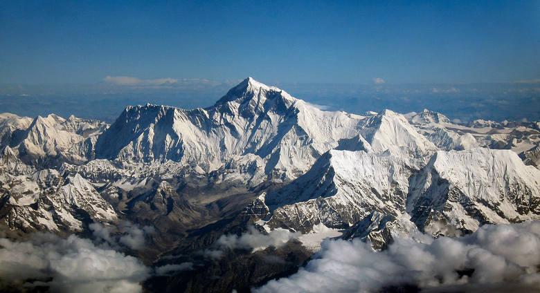 CHINY / NEPALGranica chińsko-nepalska ciągnie się na długości 1236 km, wzdłuż łańcucha Himalajów. To najprawdopodobniej jedna z najbardziej malowniczych