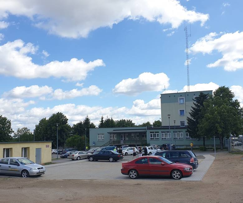 Starostwo powiatowe w Białymstoku przygotowało dla aut swoich interesantów 40 nowych miejsc postojowych, a wkrótce zamontuje windę dla osób niepełno