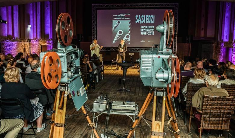 Film Ścibora-Rylskiego, kręcony w w Bydgoszczy wciąż budzi emocje! Wśród publiczności zasiadła Evelyn Opoczynski - odtwórczyni głównej roli żeńskiej.