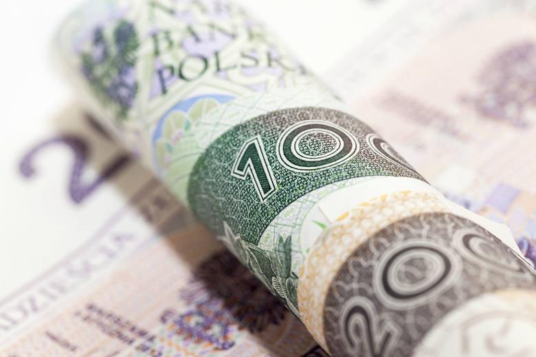 Rząd szacuje, że z nowych przepisów skorzysta ok. 1,7 mln pracowników, którzy teraz otrzymują wynagrodzenie na poziomie minimalnego wynagrodzenia za