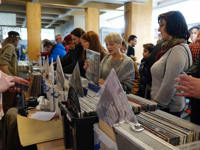W sobotę w Koszalińska Biblioteka Publiczna zmieniła się w miejsce pożądane przez miłośników muzyki! Po raz pierwszy blog GraMuzyka zorganizował tu Płytową