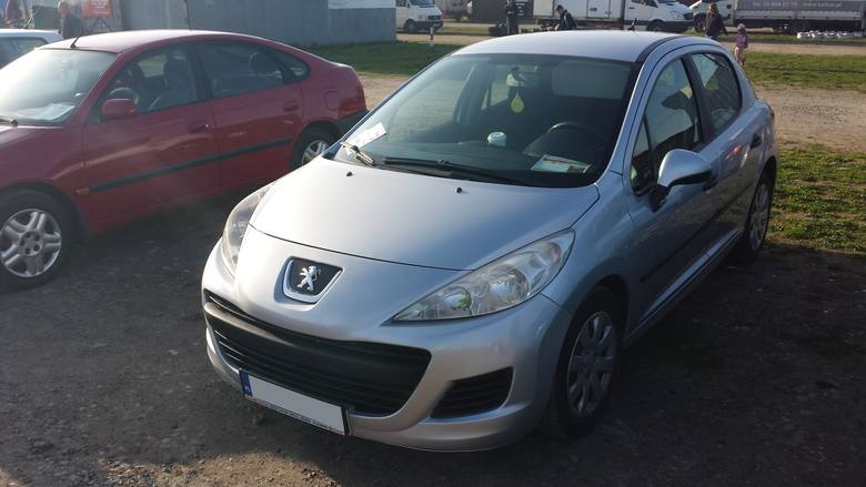 7. Peugeot 207. Silnik 1,4 diesel, rok produkcji 2010, cena 11500 zł.