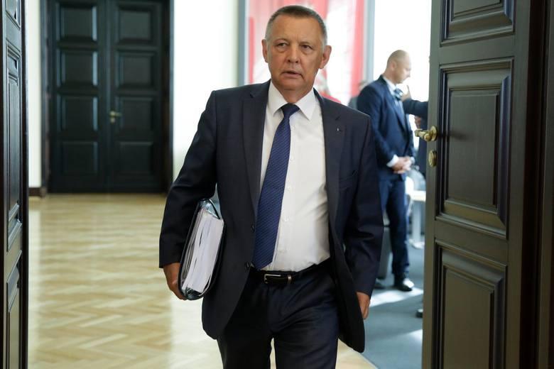 """Lider PO Grzegorz Schetyna zażądał dziś dymisji szefa Najwyższej Izby Kontroli Mariana Banasia. Chodzi o opisaną przez """"Superwizjer"""" sprawę kamienicy"""