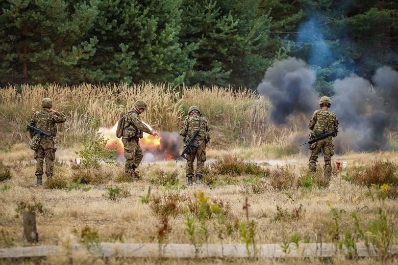 """Chrzest bojowy z użyciem granatów. Tak szkolili się """"terytorialsi"""" z Krakowa [ZDJĘCIA]"""
