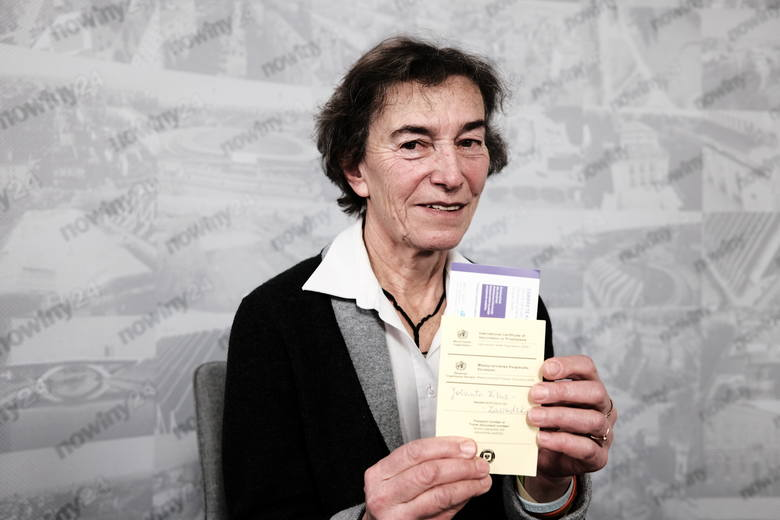 Dr Jolanta Kluz-Zawadzka: Na zaświadczeniu, które dostajemy po szczepieniu, jest m.in. nazwa szczepionki i seria, a także data