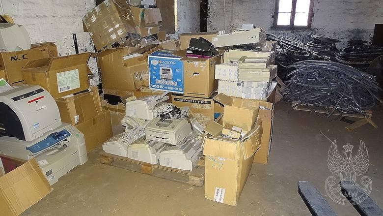 Sprzęt służby informatyki - pakiet zawierający 241 poz. asort. (wg oddzielnego wykazu), w tym m.in.: telefaksy, urządzenia głośnomówiące, aparaty telefoniczne,