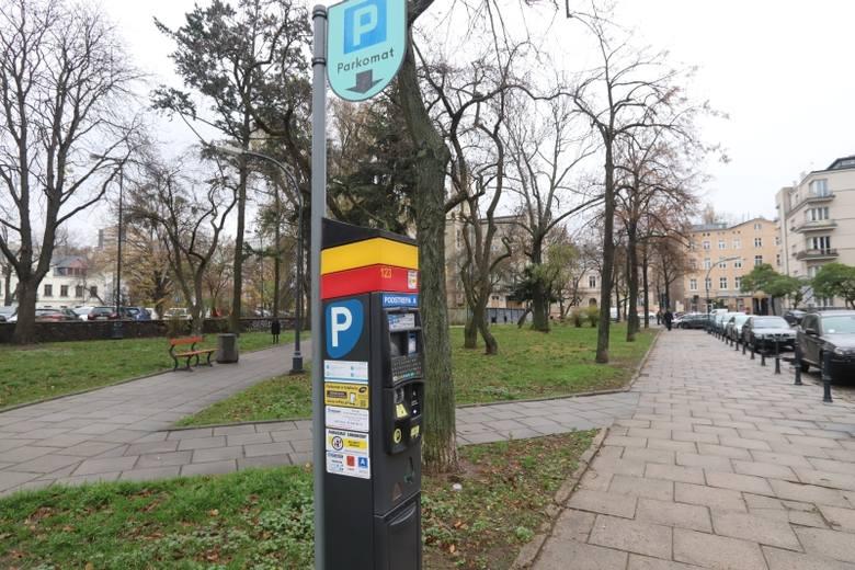 Już około tysiąca kierowców musi zapłacić wyższe niż dotychczas mandaty za parkowanie bez biletu. Uchwała podwyższająca ich stawki weszła w życie 29