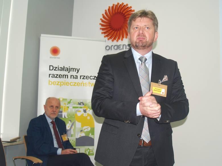 Tomasz Żebrowski - prezes Stora Enso w Ostrołęce, za nim Jerzy Janowicz (były prezes SE)