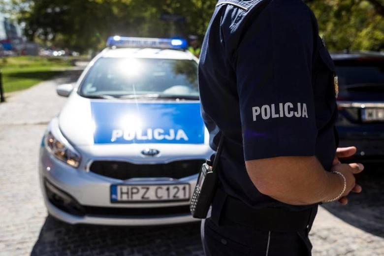 Ostrowiec Świętokrzyski. Policja szuka dziecka, które został potrącone na przejściu dla pieszych