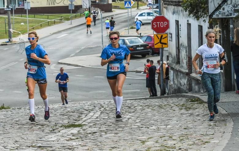 W niedzielę na Szwederowie odbył się Bieg Męczeństwa i Pamięci Narodowej. Uczestnicy mieli do przebiegnięcia 10 kilometrów. Zapraszamy do obejrzenia