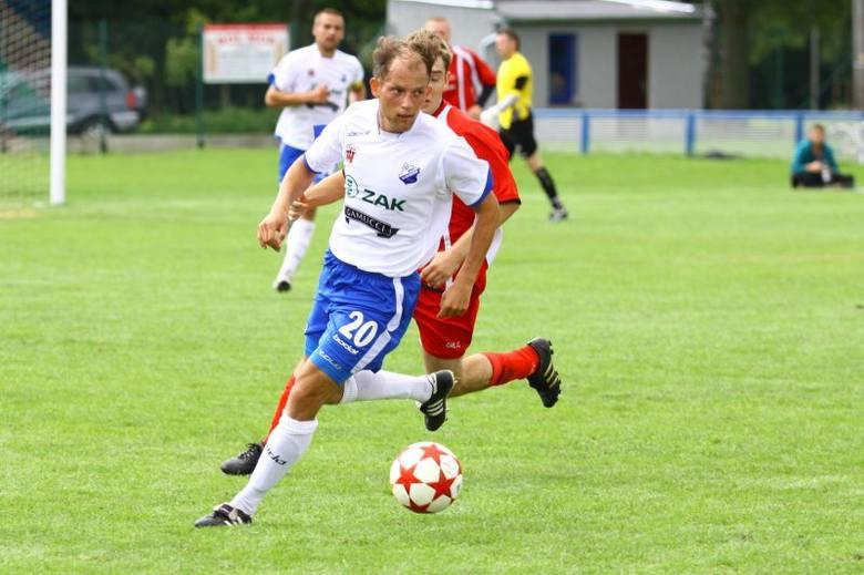 Adrian Pajączkowski i jego koledzy z MKS-u Kluczbork wygrywając w Chojnicach zapewnią sobie spokój do końca sezonu.
