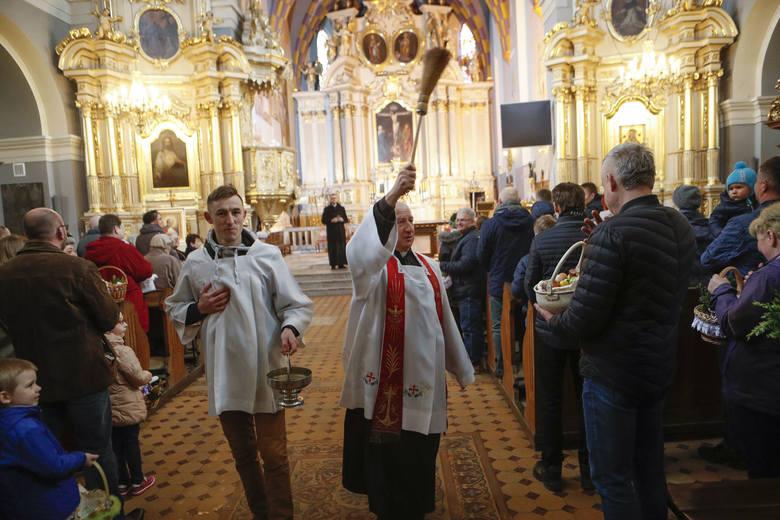 Dziś Wielka Sobota, dzień w którym pakujemy pokarm do koszyczków wielkanocnych i święcimy w kościołach. Jak to wyglądało w Rzeszowie?