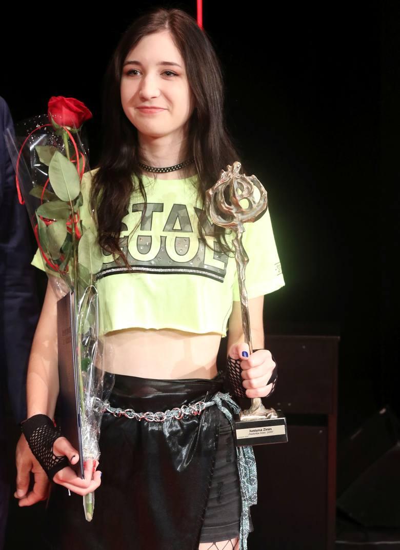 Uczennica I Liceum Ogólnokształcącego imienia Stefana Żeromskiego w Kielcach. Jej pasją jest taniec - tańczy w kieleckiej Szkole Tańca CHA-CHA.W 2019