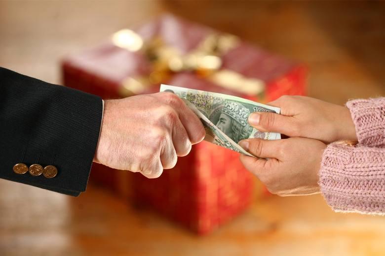 AuchanWartość Świąteczno-Noworocznych prezentów średnio przekroczy w tym roku 1000 zł na pracownika. Oprócz zwyczajowych bonów uzależnionych od stażu