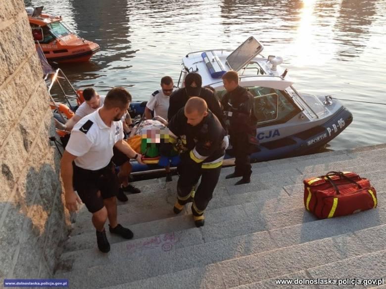 Kobieta tonęła przy Bulwarze Kaczyńskich. Policjanci ruszyli na pomoc (ZDJĘCIA)