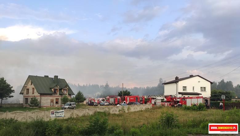 Potężny wybuch gazu w Pradłach. Trzy osoby są ranne. Eksplozja wysadziła w powietrze budynek gospodarczy.Zobacz kolejne zdjęcia. Przesuwaj zdjęcia w