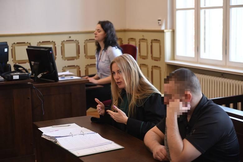 Adwokat Katarzyna Topczewska domaga się dla Bartosza D. zaostrzenia kary do 3 lat więzienia i większej wpłaty na konto Fundacji.