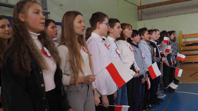 Z okazji zbliżającego się Święta Niepodległości, w piątek w Szkole Podstawowej nr 17 w Koszalinie odbyła się uroczystość patriotyczna.Zobacz także 100