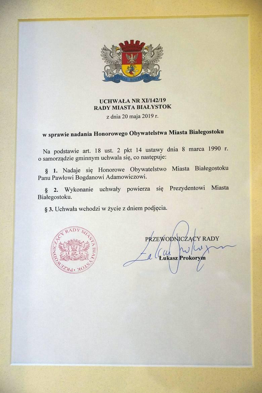 W Pałacu Branickich w Białymstoku żona tragicznie zmarłego w styczniu prezydenta Gdańska Pawła Adamowicza odebrała przyznany mu tytuł Honorowego Obywatela
