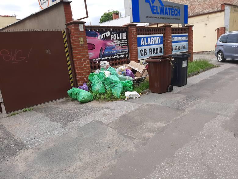 Śmieci nadal zalegają na ulicach Bydgoszczy. Czy tym razem Bydgoszcz zerwie umowę z Komunalnikiem?