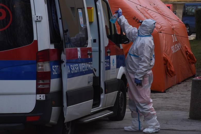 W kilku miejscach w Łodzi przebywały osoby, które jak się okazało w późniejszym terminie po przebytych badaniach są zakażone koronawirusem. Państwowy