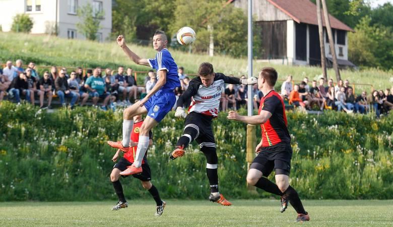 Niższe ligi piłkarskie muszą poczekać na decyzje PZPNu.