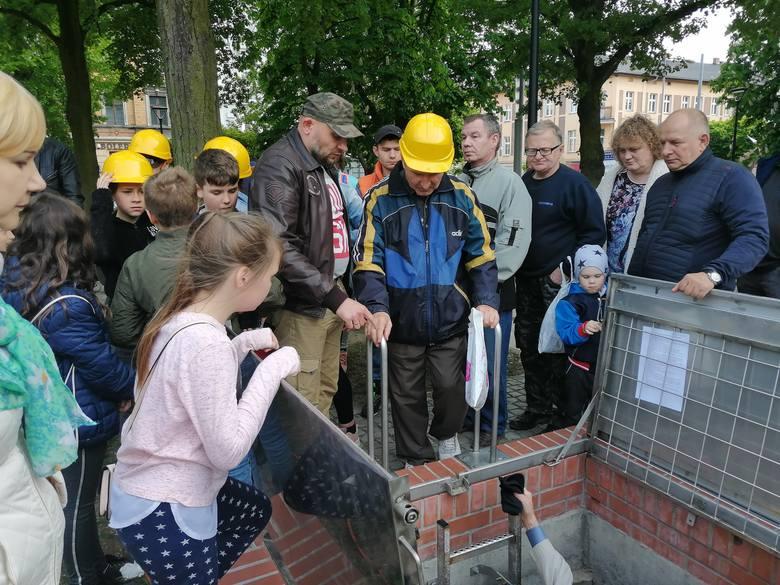 W środę na gorzowskim Kwadracie po raz pierwszy otwarto schron - a dokładniej poniemiecką szczelinę przeciwlotniczą - dla mieszkańców i turystów. Od