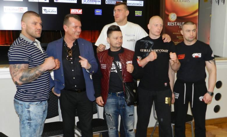 We wtorek w hotelu Solidaris w Kędzierzynie-Koźlu odbyła się konferencja prasowa, na której przedstawiono zawodników, którzy wystąpią podczas gali. Gwiazdą