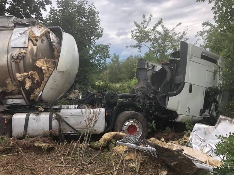 Do tragedii doszło we wtorek, 9 lipca, około godz. 20 na drodze pomiędzy miejscowościami Pław i Gronów w powiecie krośnieńskim. Bmw czołowo zderzyło