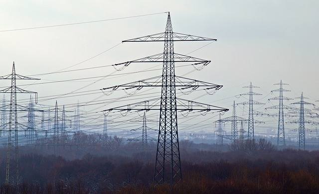 Energa Operator na swojej stronie na bieżąco informuje, w których miejscowościach naszego regionu nie ma prądu. Awarie związane są z silnym wiatrem.