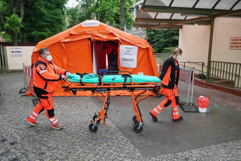 Koronawirus. Lekarze obawiają się szczytu pandemii i ostrzegają, że jesteśmy blisko selekcji pacjentów: kogo ratujemy, a kogo nie?