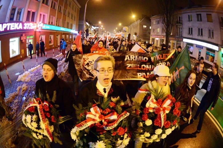 Autor: (mk), (m. korn)We wtorek, 1 marca w Zielonej Górze, Młodzież Wszechpolska zorganizowała Marsz Pamięci Żołnierzy Wyklętych. Pochód rozpoczął się