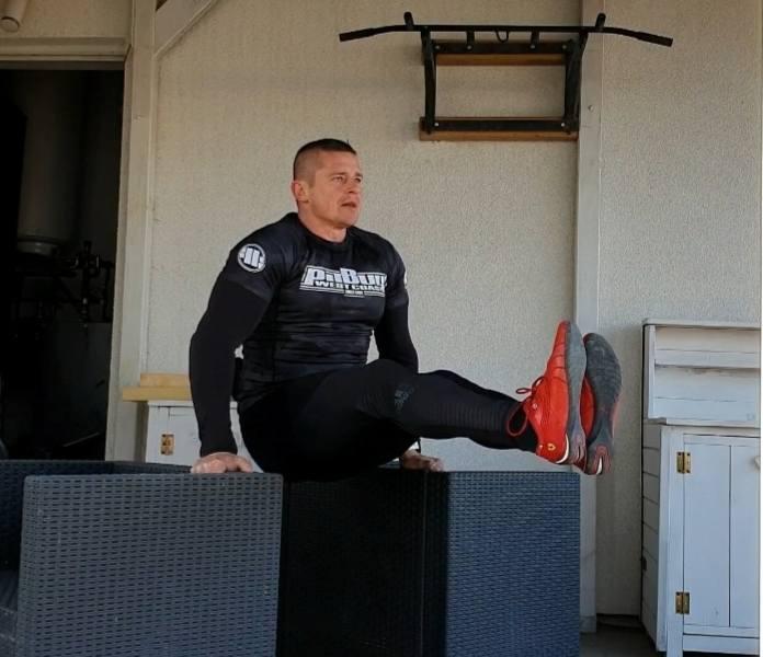 Grzegorz Walkowski: Codziennie pokazuję, że w domu też można szybko małą przestrzeń zaadoptować na siłownię i skutecznie trenować