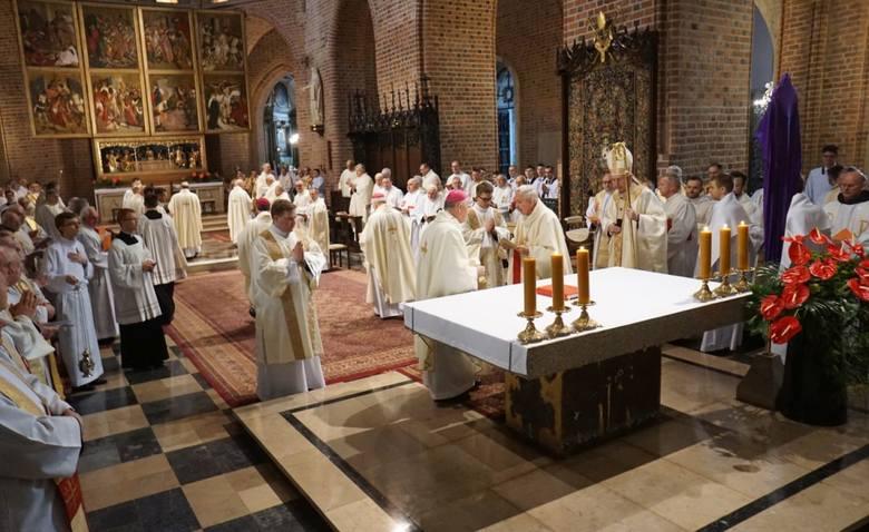 Abp Juliusz Paetz podczas czwartkowej mszy w katedrze