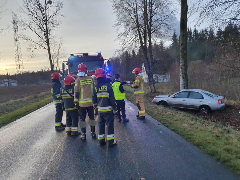 W niedzielę wczesnym rankiem na drodze wojewódzkiej nr 163 na wysokości miejscowości Brzeźno (powiat białogardzki) doszło do dwóch wypadków drogowych.Jak