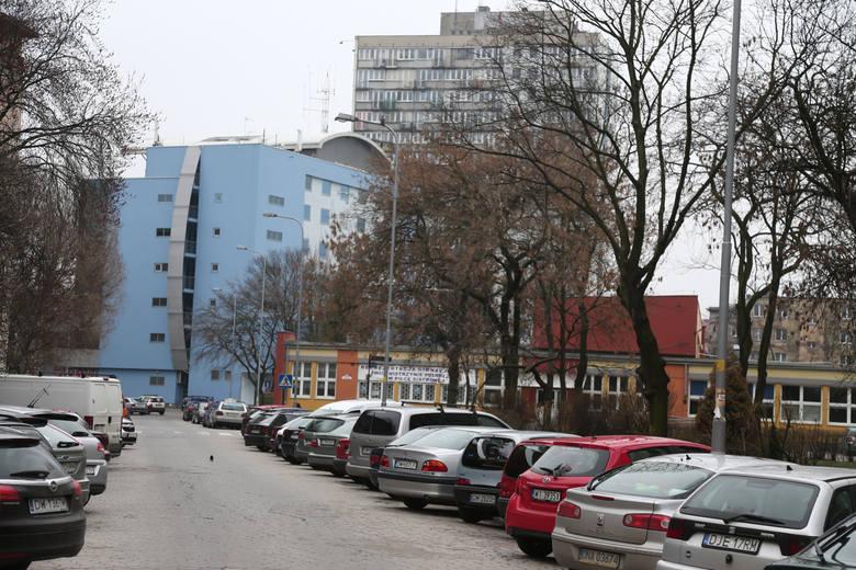 Parkując przy większości ulic w płatnej strefie, trzeba płacić. Ale nie jest to jeszcze wszędzie regułą. Przykład: ul. Pawłowa