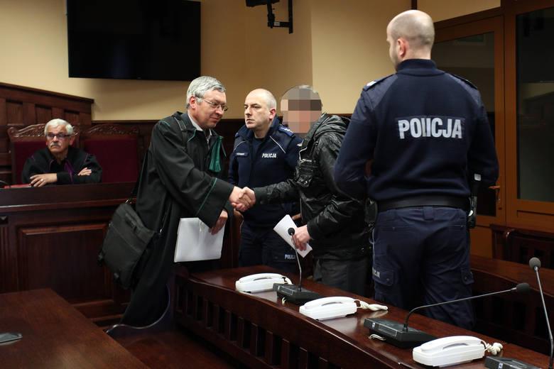 Sąd Okręgowy w Słupsku uniewinnił Stefana N. z Główczyc, oskarżonego o zabójstwo syna Andrzeja.  Sąd stwierdził, że bez wątpienia mamy do czynienia z obroną konieczną.