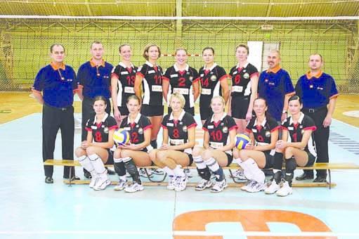 Stoją (od lewej):Jerzy Matlak (trener), Jacek Wiśniewski (II trener), Magdalena Grzesiak, Elżbieta Nykiel, Dominika Żółltańska, Dorota Pykasz, Renata
