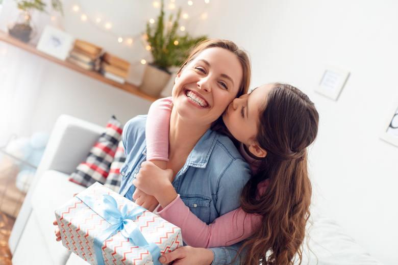 Dzień Matki 2021: 10 oryginalnych prezentów dla Mam. Co wybrać w tym szczególnym dniu?