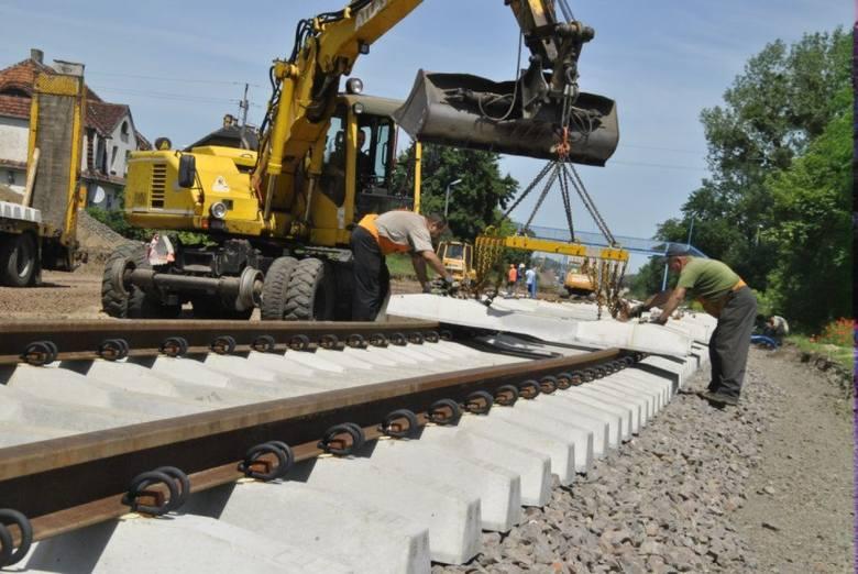 Przypomnijmy, że wcześniej za ok. 80 milionów złotych generalnie zmodernizowano infrastrukturę kolejową na odcinku Grudziądz-Chełmża. Lwią część pieniędzy