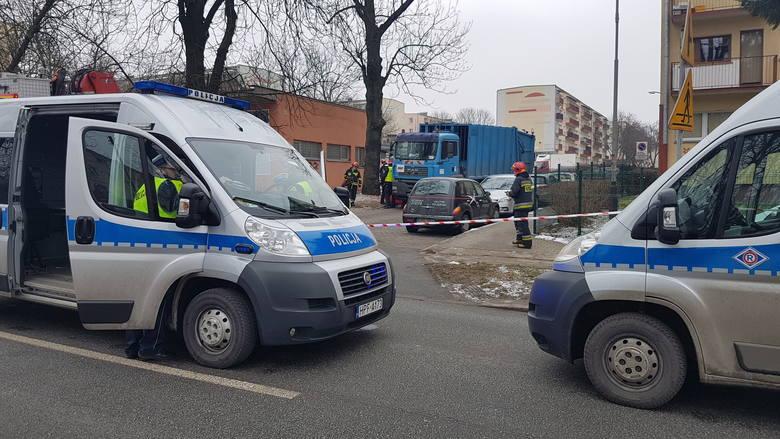 Wypadek na Hipotecznej w Łodzi. Śmiertelne potrącenie przez śmieciarkę [ZDJĘCIA]