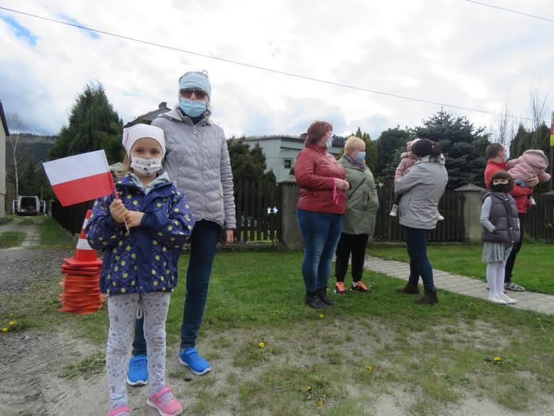 Prezydent Andrzej Duda w Makowie Dolnym. Witali go mieszkańcy