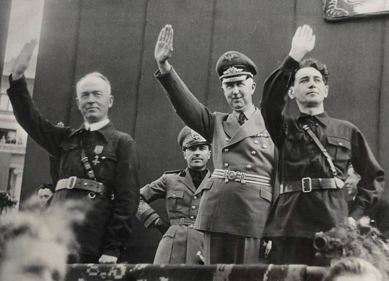 Przemarsz członków Żelaznej Gwardii ulicami Bukaresztu (1940 r.). W środku Horia Sima